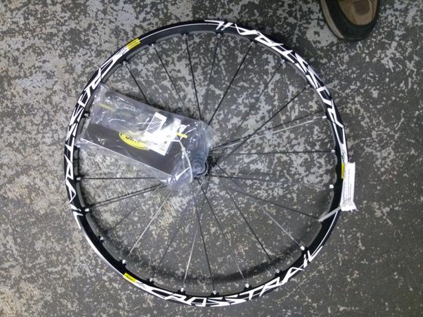 "26"" Mavic Crosstrail front disc wheel (centrelock/9mm/black)"