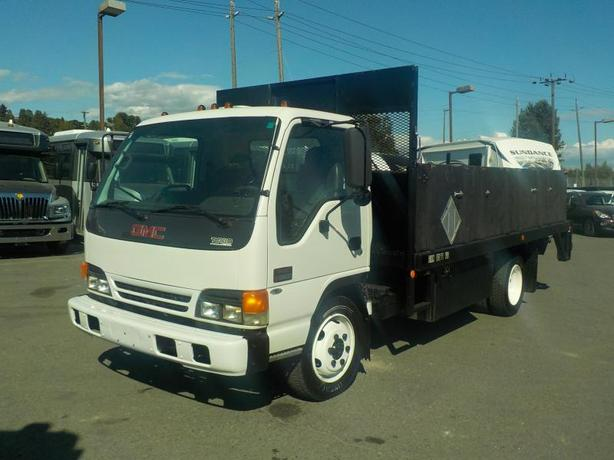 2003 GMC W5500 Flat Deck with Power Tailgate
