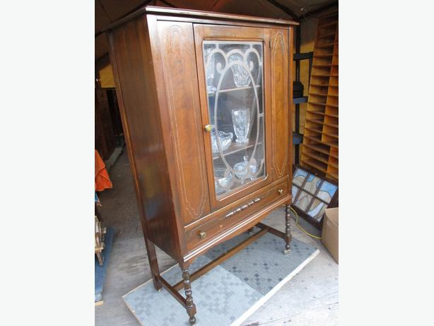 ESTATE 1930S WALNUT CHINA CABINET