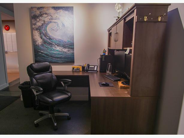 3 x desks for rent includes: reception/ wifi/ boardroom/ kitchen/ waiting area