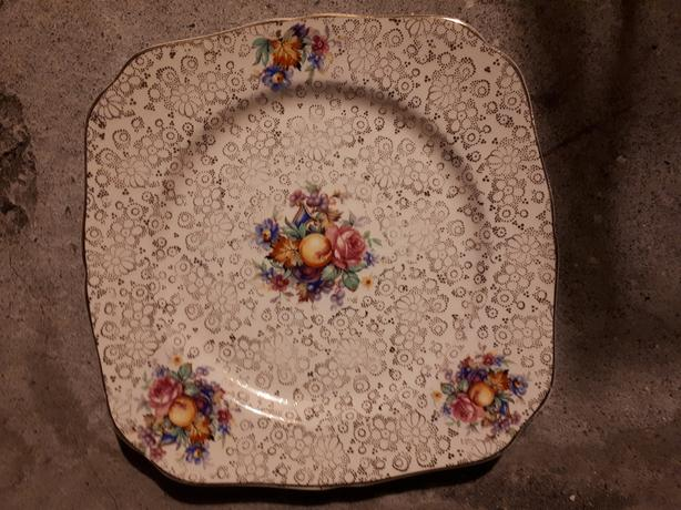 H & K TUNSTALL ENGLAND SQUARE SERVING PLATE, FRUIT AND FLOWER DESIGN 9 INCHES