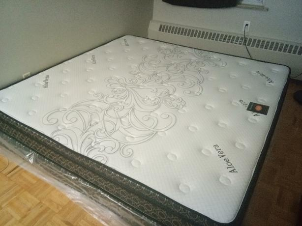 1month used king size mattress + box +2pillows