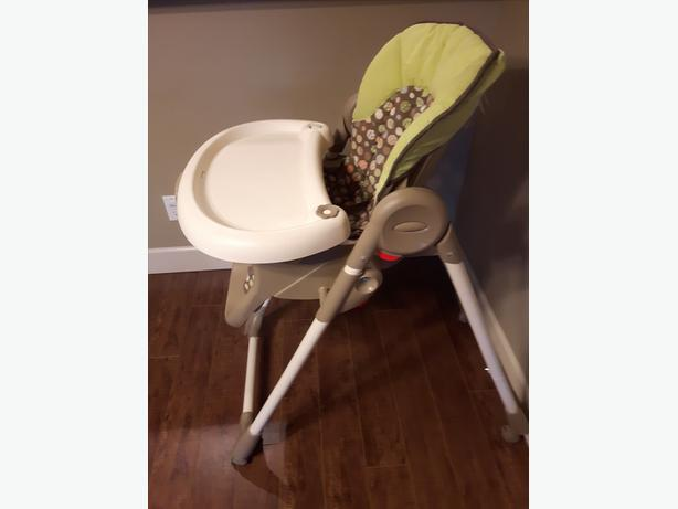 Solid high chair