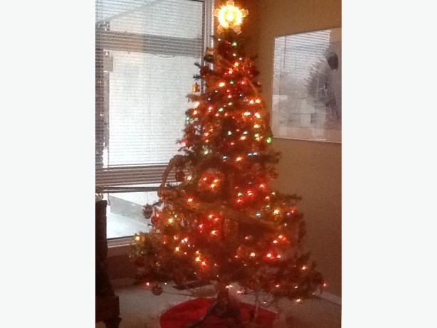 FREE: Christmas tree