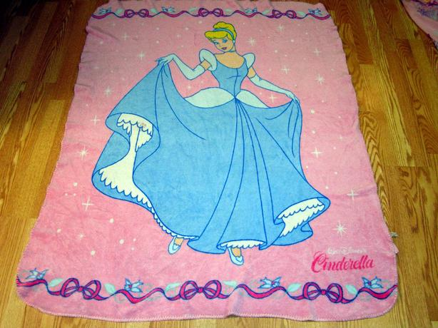 Like New Cinderella Fleece Throw Blanket - $15