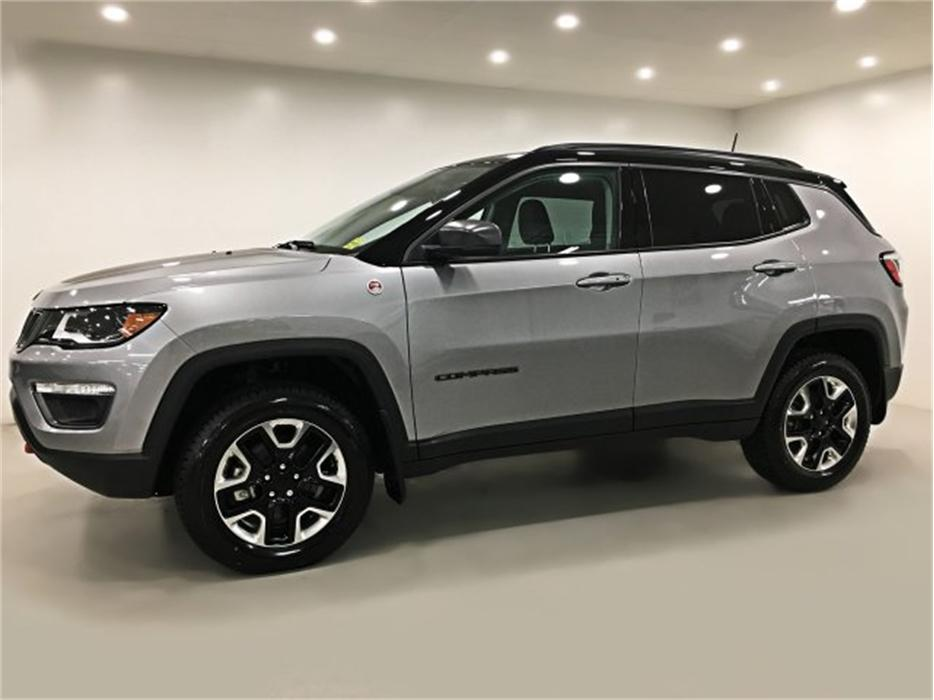 2017 jeep compass trailhawk 4x4 sunroof navigation practically new central regina regina. Black Bedroom Furniture Sets. Home Design Ideas