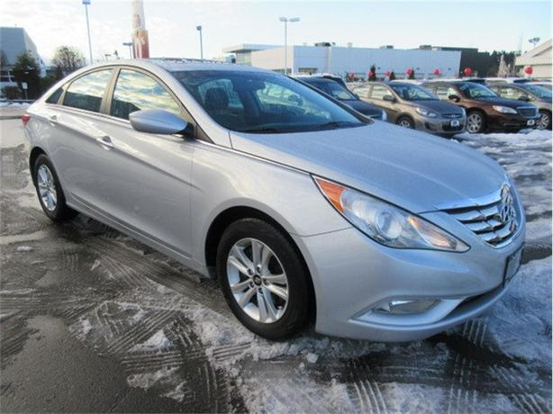 2011 Hyundai Sonata SE Sunroof Heated Seats Like New
