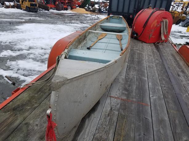 VINTAGE SQUAREBACK ALUMINUM SPRINGBOK CANOE MINT