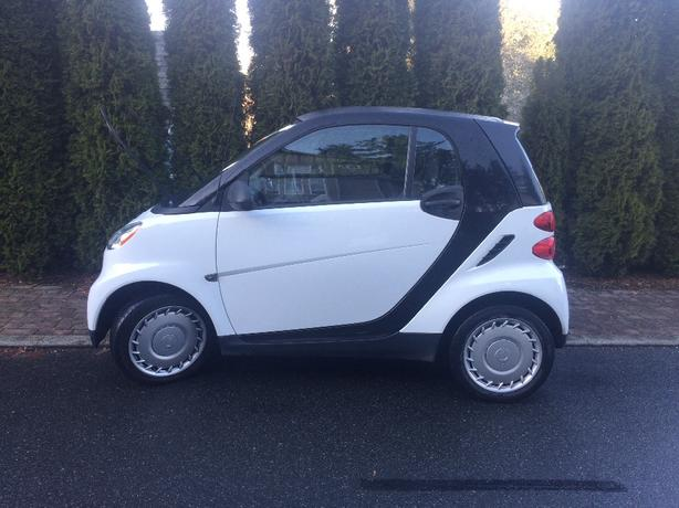 PRICE REDUCED 2010 SMART CAR, 70,000 KM