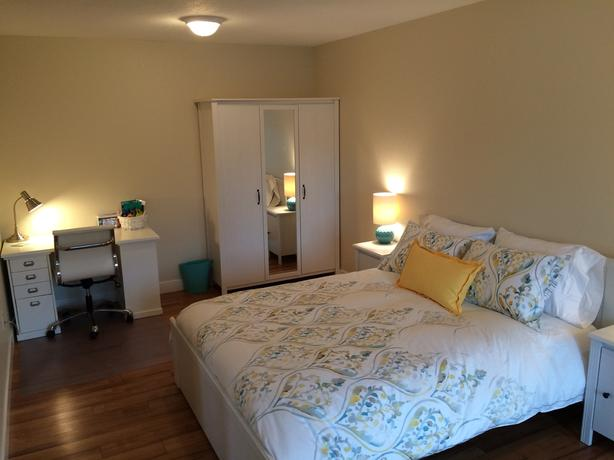 Large, beautifully Furnished Bedroom - Utilities/Cable/Wifi/Parking Included