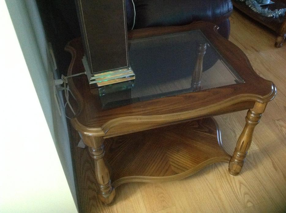 Solid oak coffee table and end tables east regina regina for Coffee tables regina