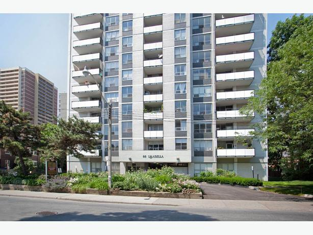 In Toronto Gorgeous studio Isabella Building Available February
