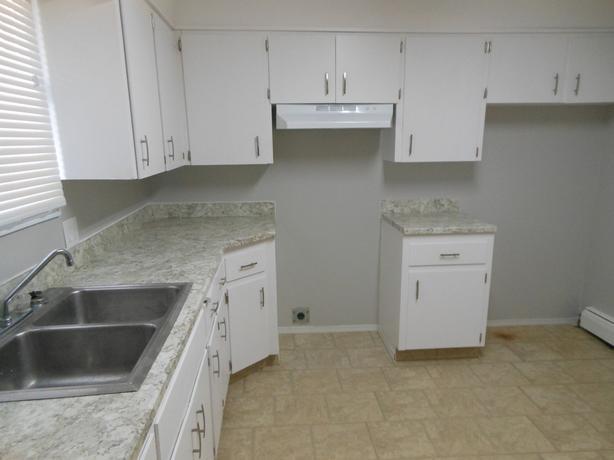 1257 Wascana All 3 Utilities Included Massive Bright 1 Bedroom Apartment Central Regina