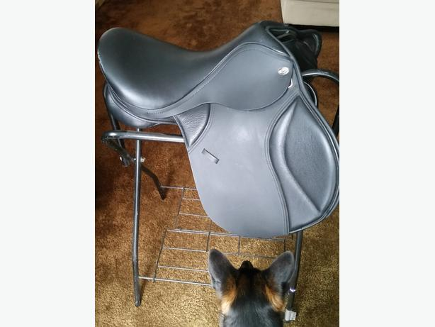 "17"" Thorowgood All Purpose Saddle"
