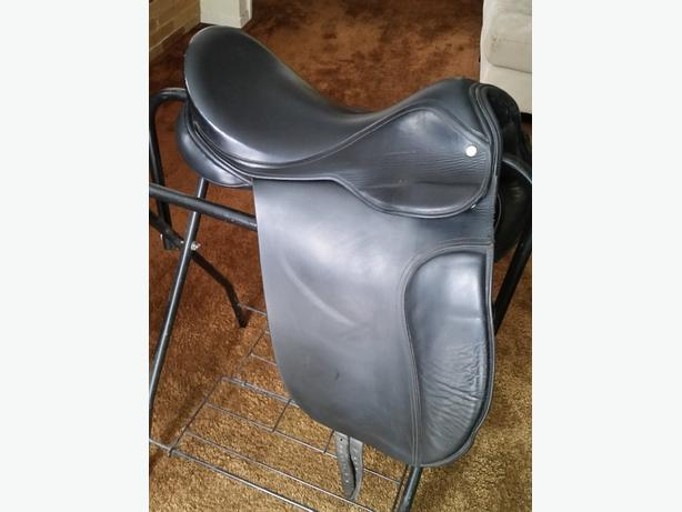 "17"" Falcon Dressage Saddle"