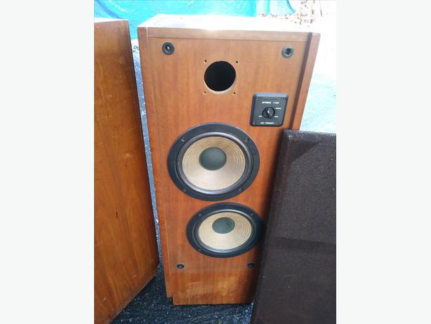 70's wooden speakers