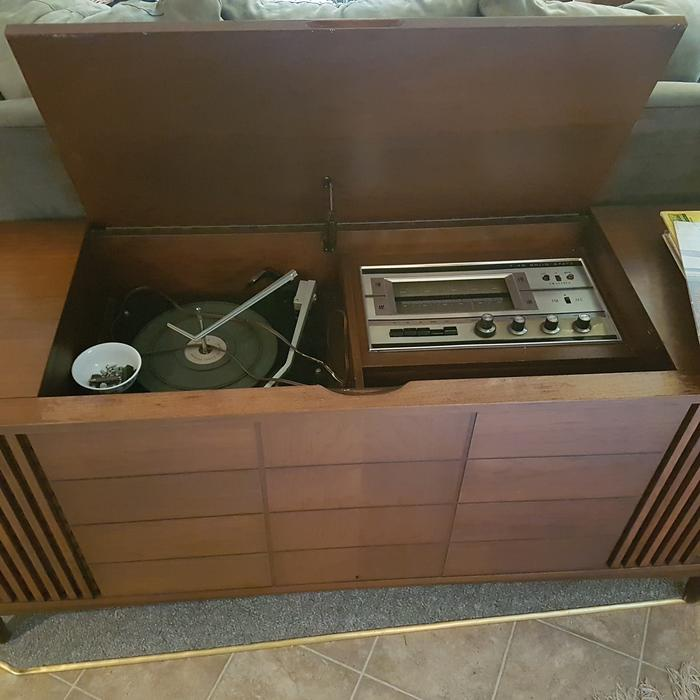 The Kitchener Record: Dumont Radio And Record Player Cabinet Esquimalt & View