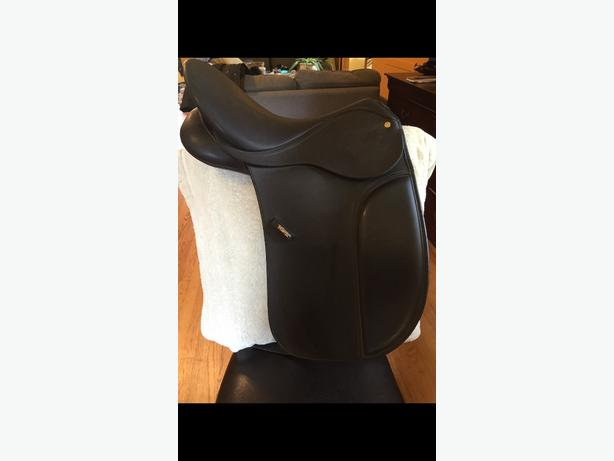 """17"""" wintec dressage saddle and gullet system."""