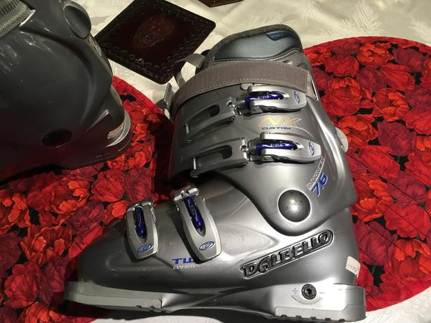 WOMANS DALBELLO SKI BOOTS
