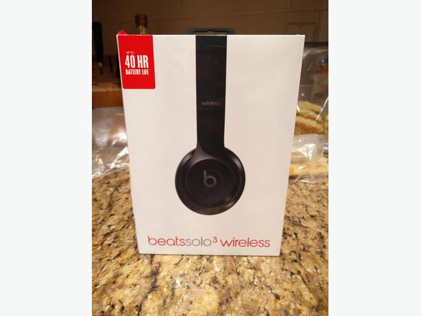 Still shrinkwrapped new black Beats solo3 wireless