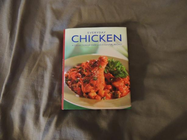 COOKBOOK GREAT CHICKEN RECIPES WITH PICTURES *EXCELLENT CONDITION*