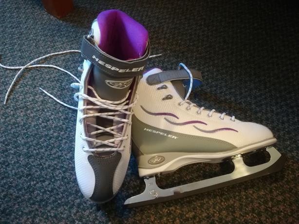 womens size 7 figure skates