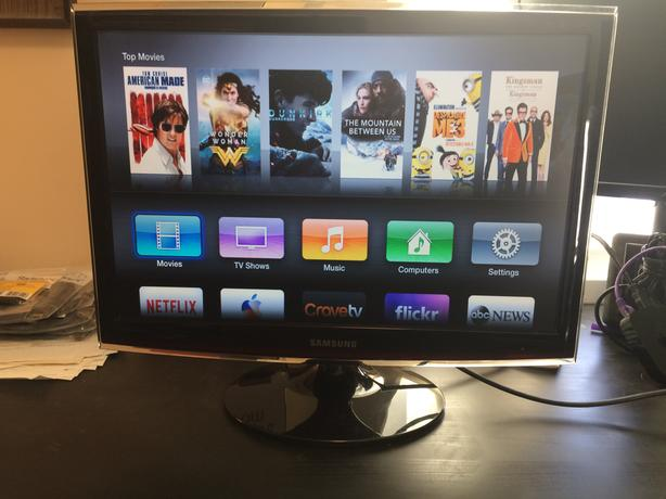 """Samsung 22inch """"Touch of Color"""" LCD display, 2 input"""