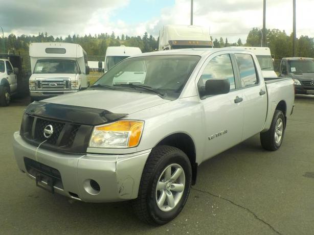 2013 Nissan Titan SV Crew Cab Short Box 4WD
