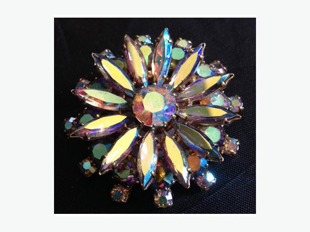 Vintage Aurora Borealis rhinestone starburst brooch