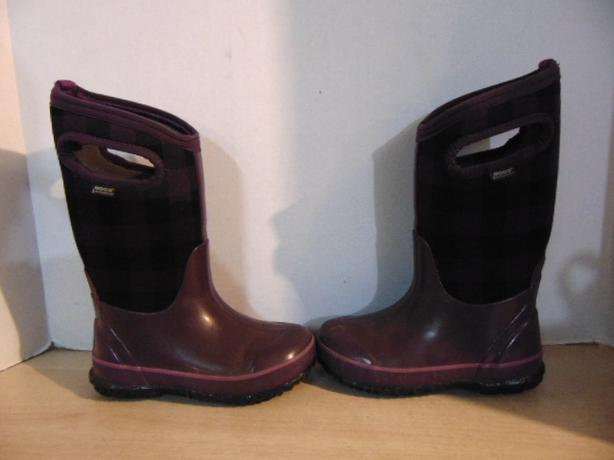 Winter Boots Child Size 12 Bogg Plum Black Excellent
