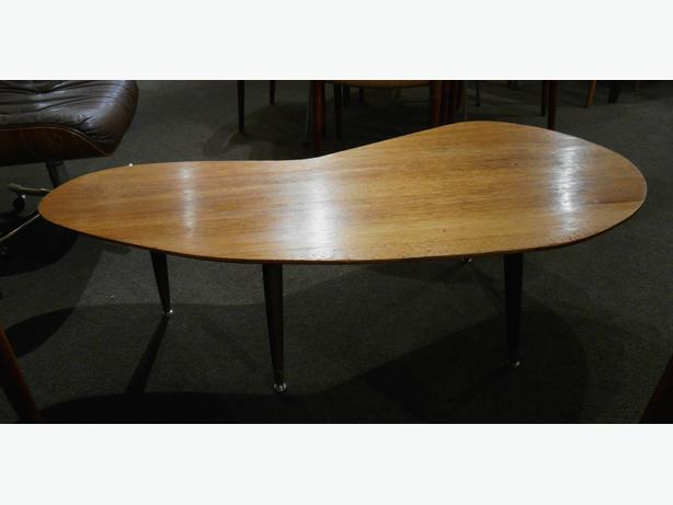 GREAT MIDCENTURY MODERN KIDNEY SHAPED COFFEE TABLE AT CHARMAINE - Mid century modern kidney shaped coffee table