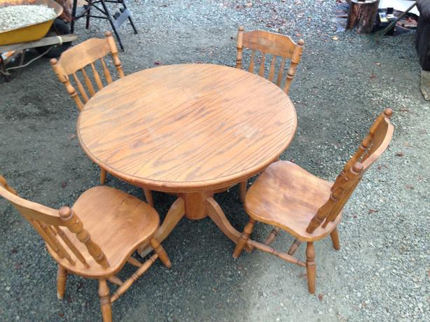 Oak Dining Table & 4 Chairs FREE DELIVERY in Port Alberni
