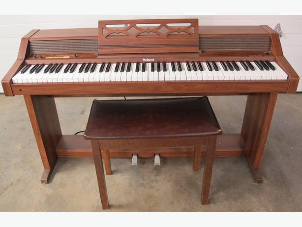 Blowout Price Vintage Roland Piano Plus 400 Outside