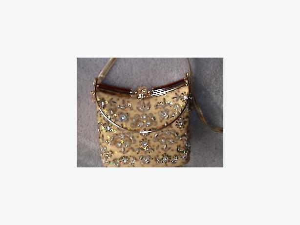 purse vintage , gold threads leaves with stones rhinestone