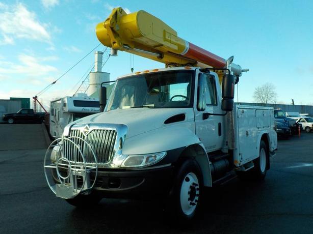 2005 International 4300 Bucket Truck with Air Brakes