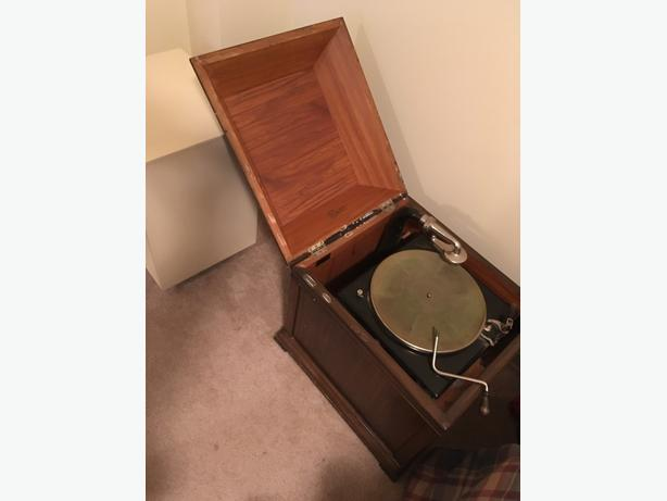 Gramophone, 78s, Antique Rods/Reels/Books/Logging Gear, Historic Art /Oils