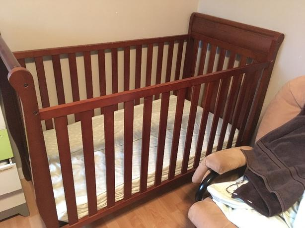 Crib with mattress, mattress protector and bedding (or separate)