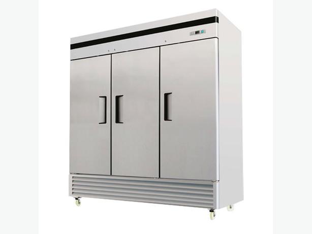 EFI C3-82VC 82″ Three Door Solid Reach In Refrigerato