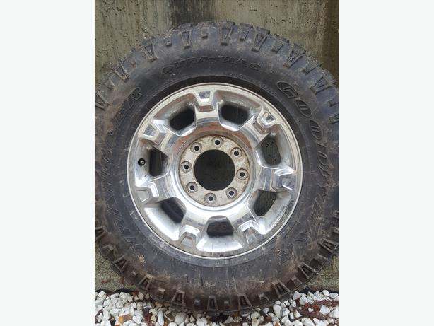Wrangler duratrac LT275/70R18 25k on tire rim is bent