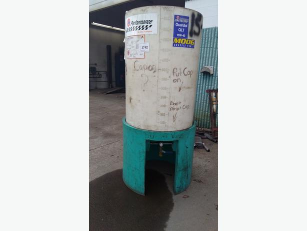 700 Litre oil tank.