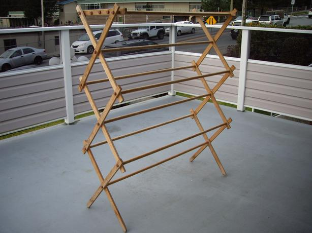 CLOTHES WOODEN DRYING RACK