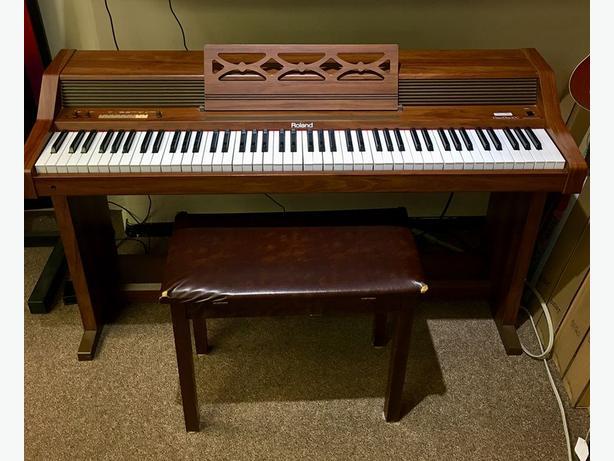 Roland Piano Plus 400 w/ Bench