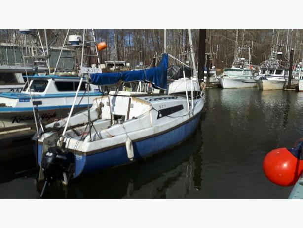Notice of Vessel Auction - Approximate 25' Sailboat