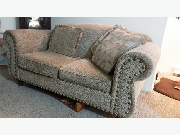 Love seat luxurious