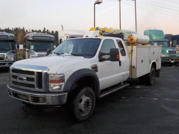 2009 Ford F-550 4 Wheel Drive SuperCab Dually Diesel Service Truck with Crane