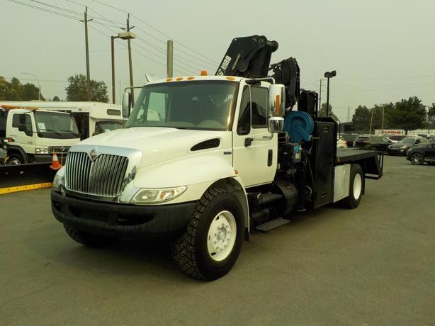 2008 International Durastar 4400 HIAB 125 Crane Truck w/ Air Brakes