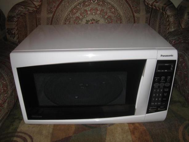 Mid-sized Panasonic microwave