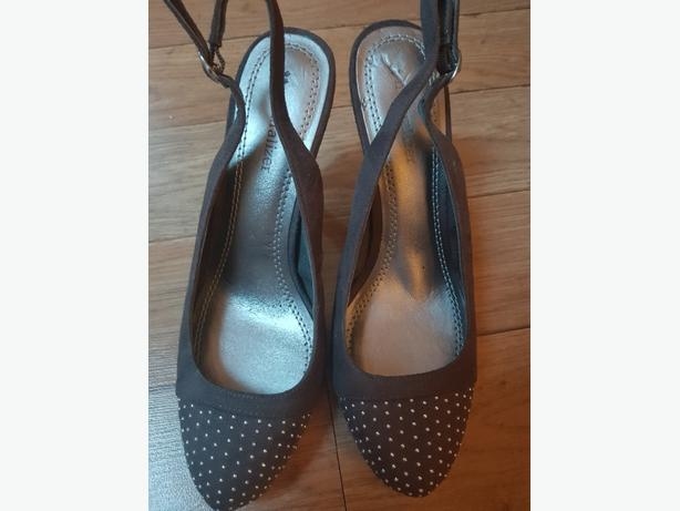 NAME BRAND HEELS SIZE 6.5