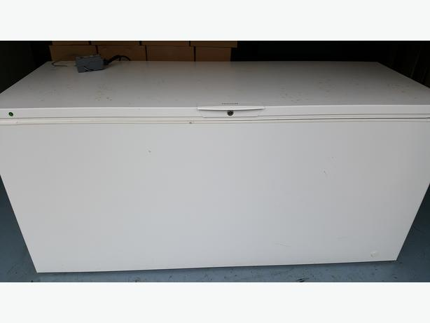 Frigidaire 22 cu.ft convertible chest freezer/fridge
