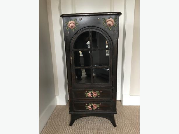 antique looking stand and mirror